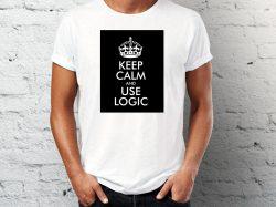 štampa na beloj majici sa natpisom keep calm